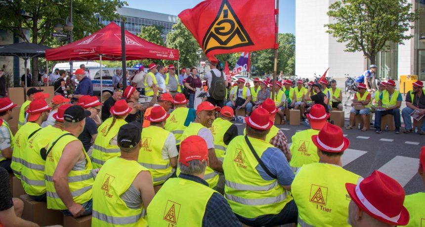 Nach Sitzstreik in Frankfurt - Der Streik-Trail rollt weiter. Nächster Halt: Konzernzentrale Hennigsdorf