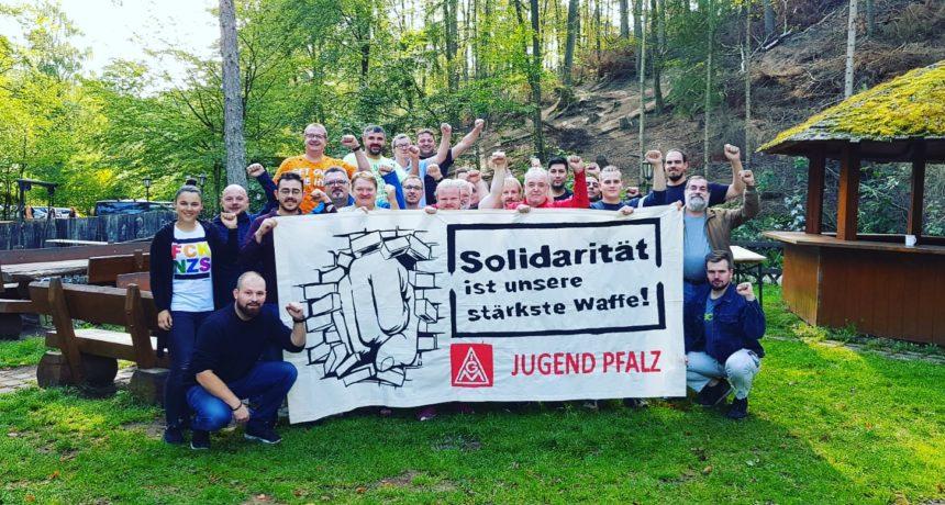 """""""Power durch die Mauer - bis sie bricht!"""" - IG Metall Jugend Pfalz und Vertrauensleute von BorgWarner solidarisch"""