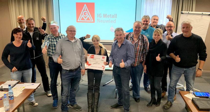 Solidarische Grüße aus Neuwied: Mit Power durch die Mauer - Bis sie bricht!